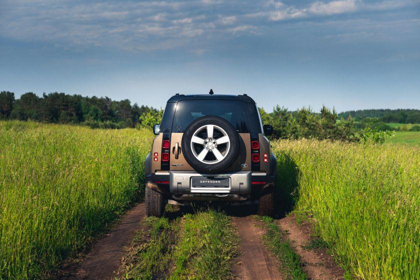 """Laukimas baigėsi – į Lietuvą atvyko """"Land Rover Defender"""""""