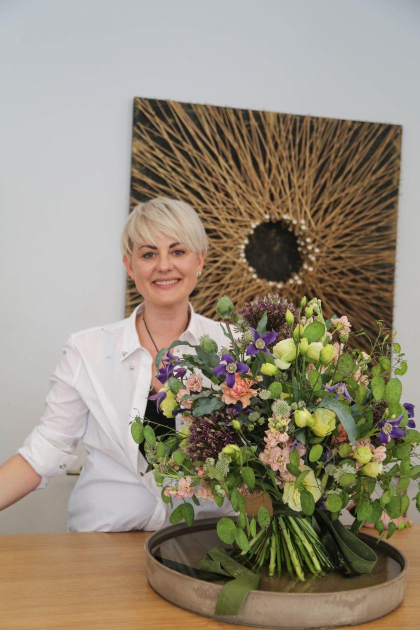 Praktiniai floristės patarimai: kuriame šventinę puokštę (video)