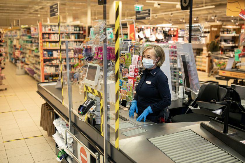 """Dar pusmečiui """"Maxima"""" savo darbuotojus apdraudžia nuo koronaviruso"""
