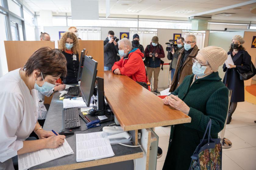 Vilnius kviečia sekti atnaujinamą informaciją apie vakcinas ir registruotis skiepui