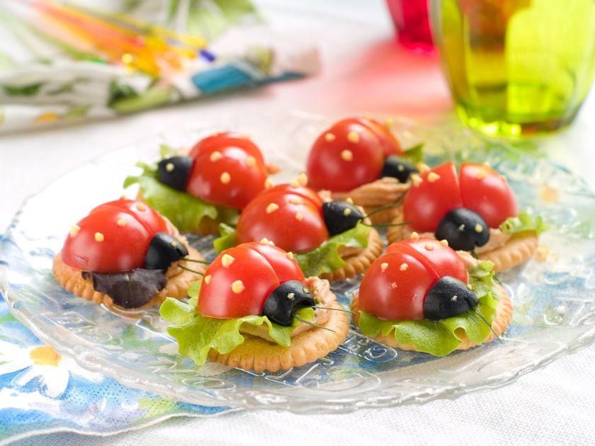Rugsėjo 1-ąją pasitinkame gardžiai ir sveikai: kulinarinės idėjos smagiausiam maisto vakarėliui namuose