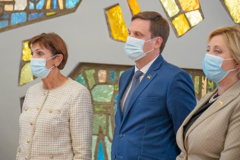 """Demokratų frakcijos """"Vardan Lietuvos"""" pranešimas: """"Seime siūloma sudaryti laikinąją komisiją dėl COVID-19 pandemijos valdymo"""""""