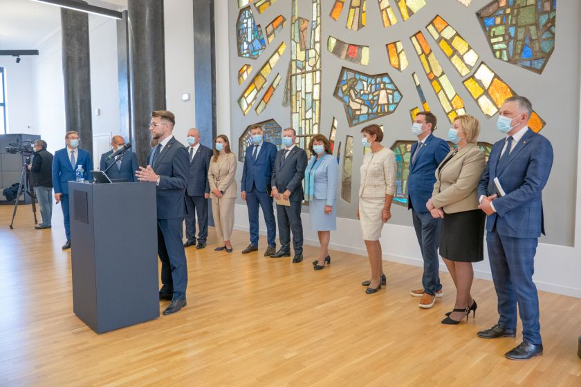 """Seimo Demokratų frakcijos """"Vardan Lietuvos"""" pranešimas: frakcija Seimo rudens darbotvarkėje sieks tobulinti mažiausiai 28 įstatymus"""