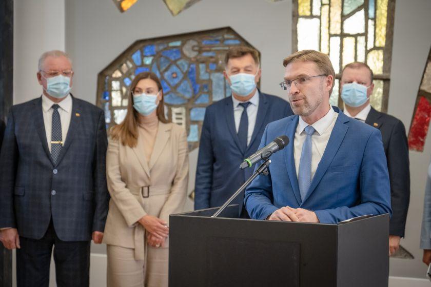 """Seimo Demokratų frakcijos """"Vardan Lietuvos"""" pranešimas: frakcija įstatymo pataisomis siūlo didinti kompensacijos už šildymą gavėjų skaičių"""