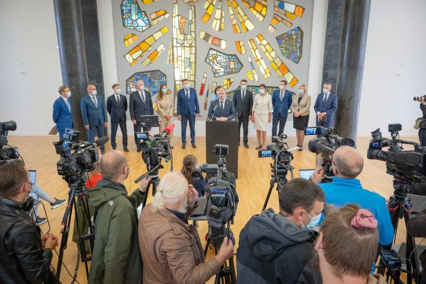 """Seimo nario Sauliaus Skvernelio pranešimas: """"Seime steigiama nauja Demokratų frakcija """"Vardan Lietuvos"""""""